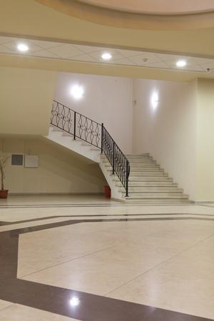 interieur - lobby van een upper class shopping mall