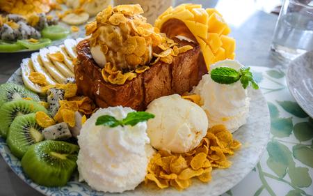 fruity: Fruity ice cream dessert