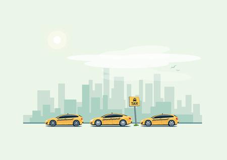 Vektor-Illustration der gelben Taxi Autos Parkplatz entlang der Stadtstraße im Cartoon-Stil. Fließheck, Kombi und Limousine in einer Reihe stehen mit dem Taxi Pickup-Punkt-Zeichen. Stadt Wolkenkratzer Skyline im Hintergrund.