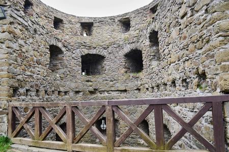 muur van de ruïnes van het kasteel Helftn