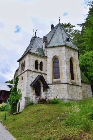 gothic revival: Parish church of the Holy Family, Semmering