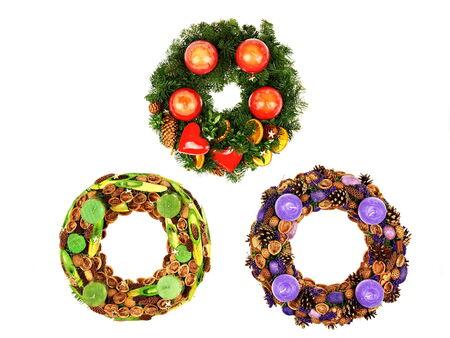 coronas navidenas: Tres hermosas coronas de adviento de Navidad con velas