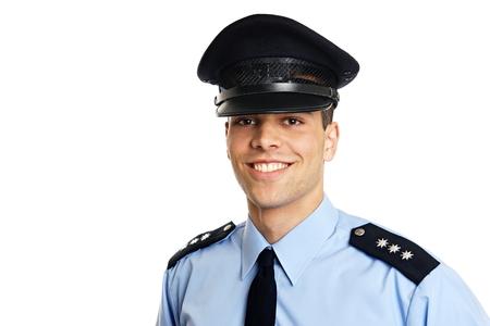 左の白い背景の上の笑顔の若い警官は、いくつかのテキストを書くことができます。