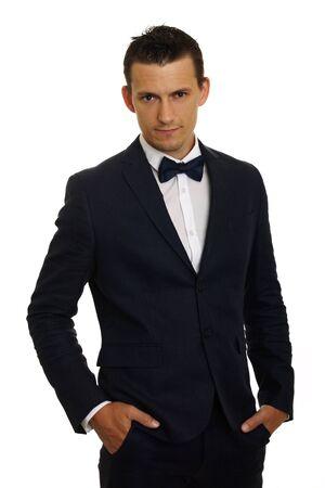 Porträt der jungen Geschäftsmann in Anzug stehend Standard-Bild - 69321253