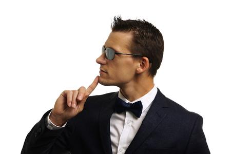 Close-up-Profil der jungen Denken Geschäftsmann mit Sonnenbrille im Anzug Standard-Bild - 69321254
