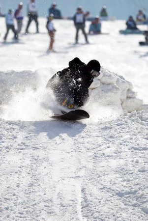 springboard: Snowboard extremo salto con trampol�n Foto de archivo