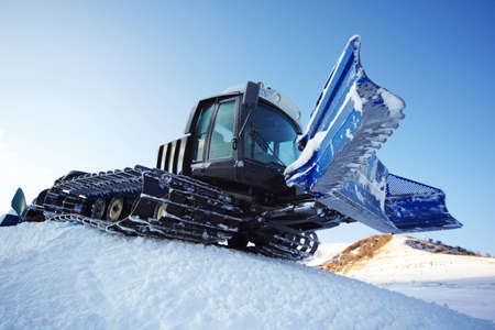 snowcat: Piste machine (snow cat) - preparation ski slope Stock Photo