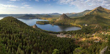Panorama del Lago Burabay (Borovoe) in Natonal parco Burabay (Borovoe), Kazakistan Archivio Fotografico - 37682991