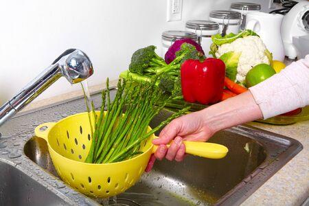 bolter: Vegetables  in the sink on kitchen. Fresh vegetables