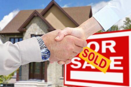 Nieuw huis te koop. Toestemming en handdruk