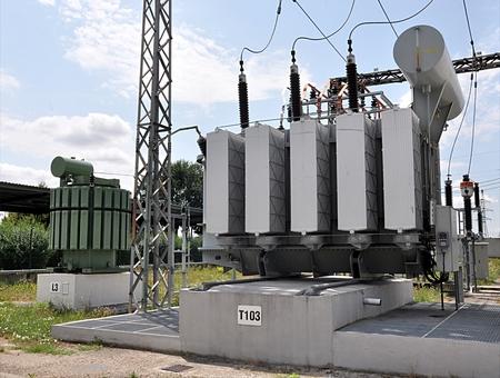 transformator: Modern transformator Editorial