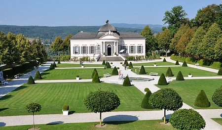 Pavillon und Park, Österreich Standard-Bild - 87142388