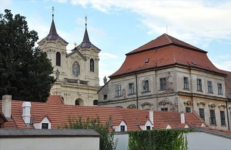 Kloster in der Stadt Rajhrad, Tschechische Republik, Europa Standard-Bild - 87374268