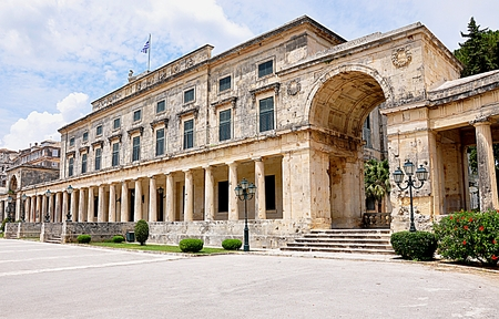 palace in city Corfu, Greece, Europe Standard-Bild - 90206691