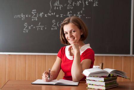 profesores: Profesor joven se est� preparando para la lecci�n