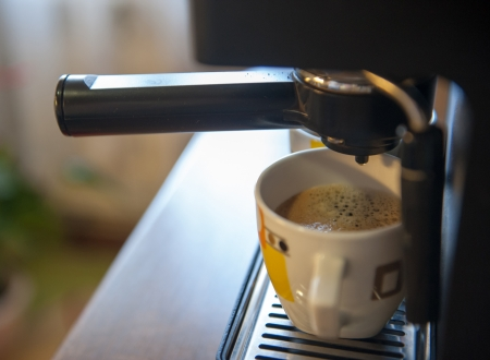 making coffee: Coffee making using espresso machine at home