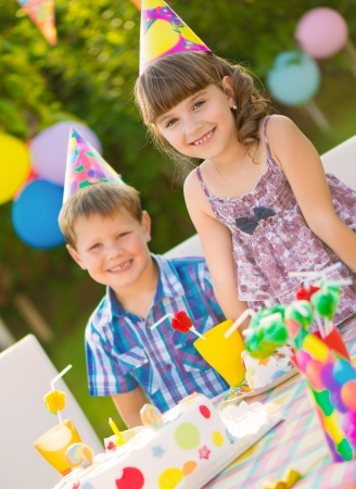 Modern birthday party with colorful cake at backyard Standard-Bild