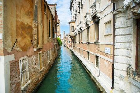 adn: Paisaje de tranquilidad adn estrecha calle Venecia Foto de archivo