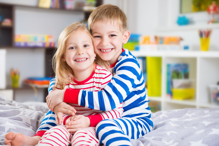 Cute little brother and sister in pajamas at home Banque d'images