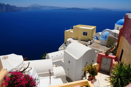 kos: The stunning village of Oia hanging from the cliffs in the volcanic island of Santorini, Greece Stock Photo