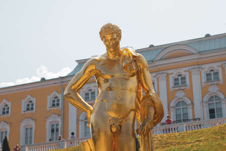 Saint Petersburg, Russia, July 2021: Golden statue of Mercury Belvedere Meleager in Peterhof. 新闻类图片