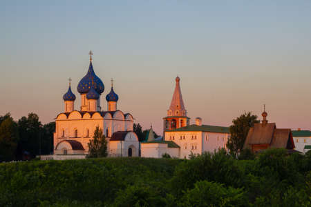 Russia, Suzdal, June 2021: Mother of God-the Nativity Cathedral in the Suzdal Kremlin at sunset. 新闻类图片