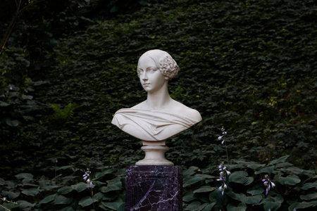 St. Petersburg, Russia, July 2021: Monument to Grand Duchess Alexandra Nikolaevna Peterhof. 新闻类图片