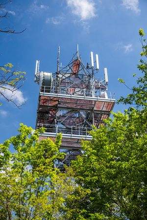 Telecommunication and Communication Tower Antenna, Technology 3G,4G of Industrial Transmission Network. In the forrest. Imagens