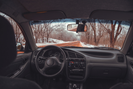 driving conditions: red snowed road because of ore
