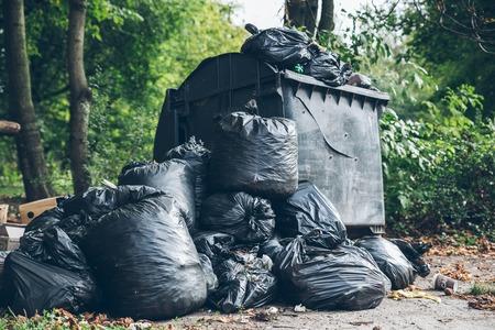 Volledige vuilnisbakken