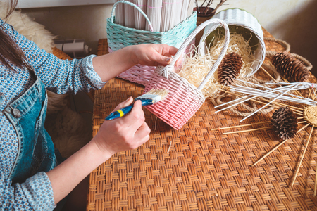 young woman making baskets, home business Banque d'images