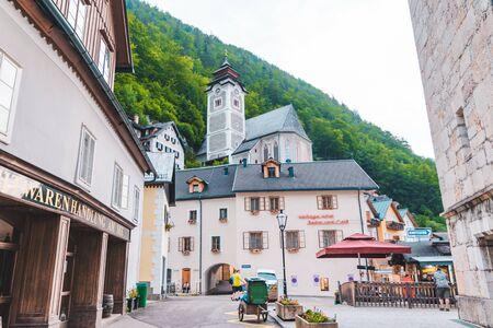 Hallstatt, Austria - June 15, 2019: hallstatt central square tourist landmark copy space 新聞圖片