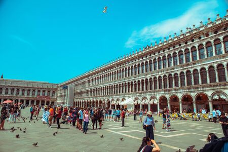 Italy, Venice - May 25, 2019: people walking by famous city square summer trip 新聞圖片