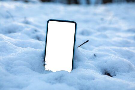 phone in snow white empty screen copy space sunlight 版權商用圖片