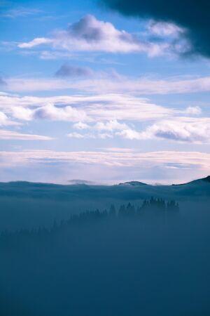 landscape of morning mountains sunrise above fogy forrest carpathians 免版税图像 - 139602001