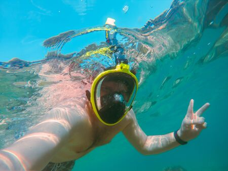 man with snorkeling mask underwater summer sea vacation clear transparent water Stockfoto