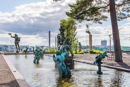 ストックホルム, スウェーデン - 2017 年 7 月 31 日: ヨーロッパの彫刻とカールは今回、スウェーデンの彫刻家によって作成された、トリトンに囲まれ