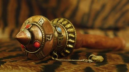 bronz: Prayer grinder