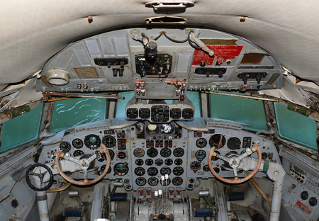 altimeter: The cockpit aircraft IL 18