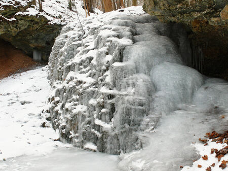 wintrily: Frozen waterfall