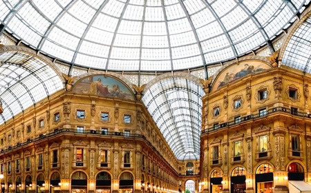 vittorio emanuele: Shopping art gallery in Milan. Galleria Vittorio Emanuele II, Italy