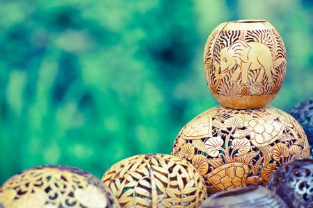 インドネシア バリ島ココナッツの木から彫られた多くのランプ 写真素材