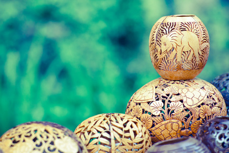 코코넛 나무 발리 인도네시아에서 새겨진 많은 램프 스톡 콘텐츠