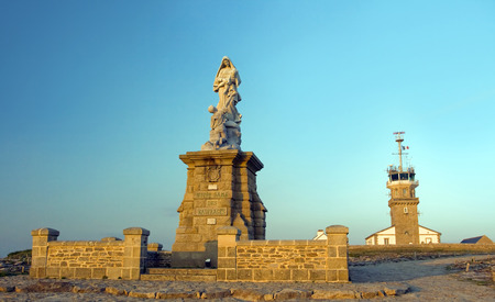 bretagne: Picture of sunset in the cape Raz, on which stands a monument in the form of a women figure in the center, dedicated to the shipwreck in the Atlantic, Bretagne.