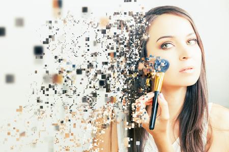 make-up artist vrouw doen make-up. Met behulp van cosmetische kwast die oogschaduw op het gezicht voor jezelf. Photoshop effect van korrelig ontbinding. Schoonheidssalon met een witte achtergrond