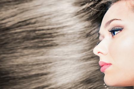 Mode Frisur. Schöne Frau mit langen glatten Haaren. Friseur. Gesunde Shampoo. Volumen. Schönheit. Haar Keratin Begradigung, Färbung Standard-Bild - 53655780