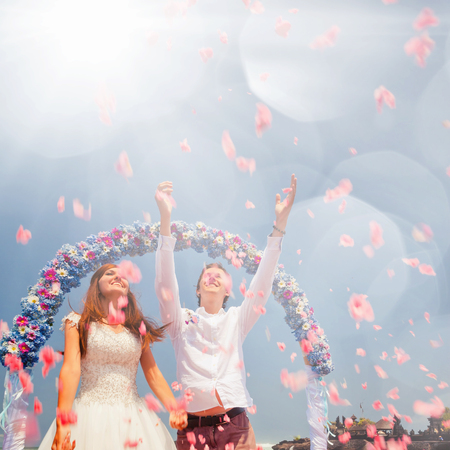 hapy: Wedding couple, marriage. Honeymoon sumer travel at Hawaii. Hapy people. Love and succes of relationship