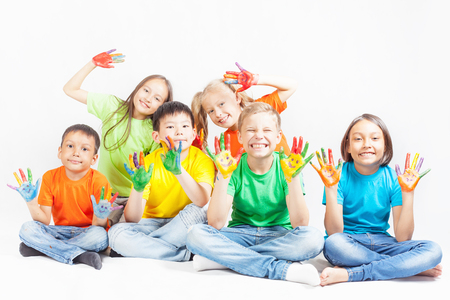 Happy kids with painted hands smiling and posing at white background. Funny children. International Children's Day. Indian, asian, caucasian - multiracial ethnicity Stockfoto