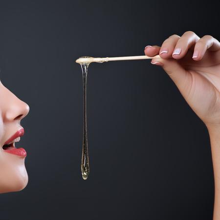 脱毛スキンケアを顔近く液糖と砂糖漬け。脱毛。