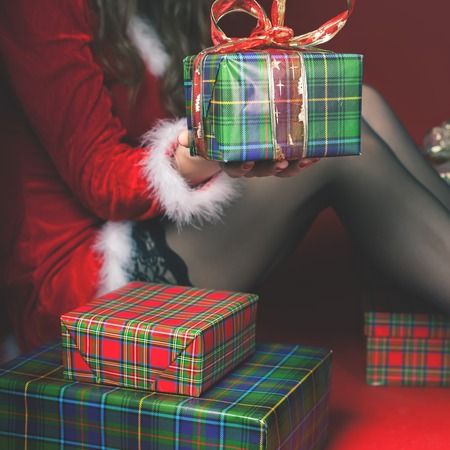 babe: Attractive sexy babe holding gift box, Christmas present! Cristmas night 2017 Stock Photo
